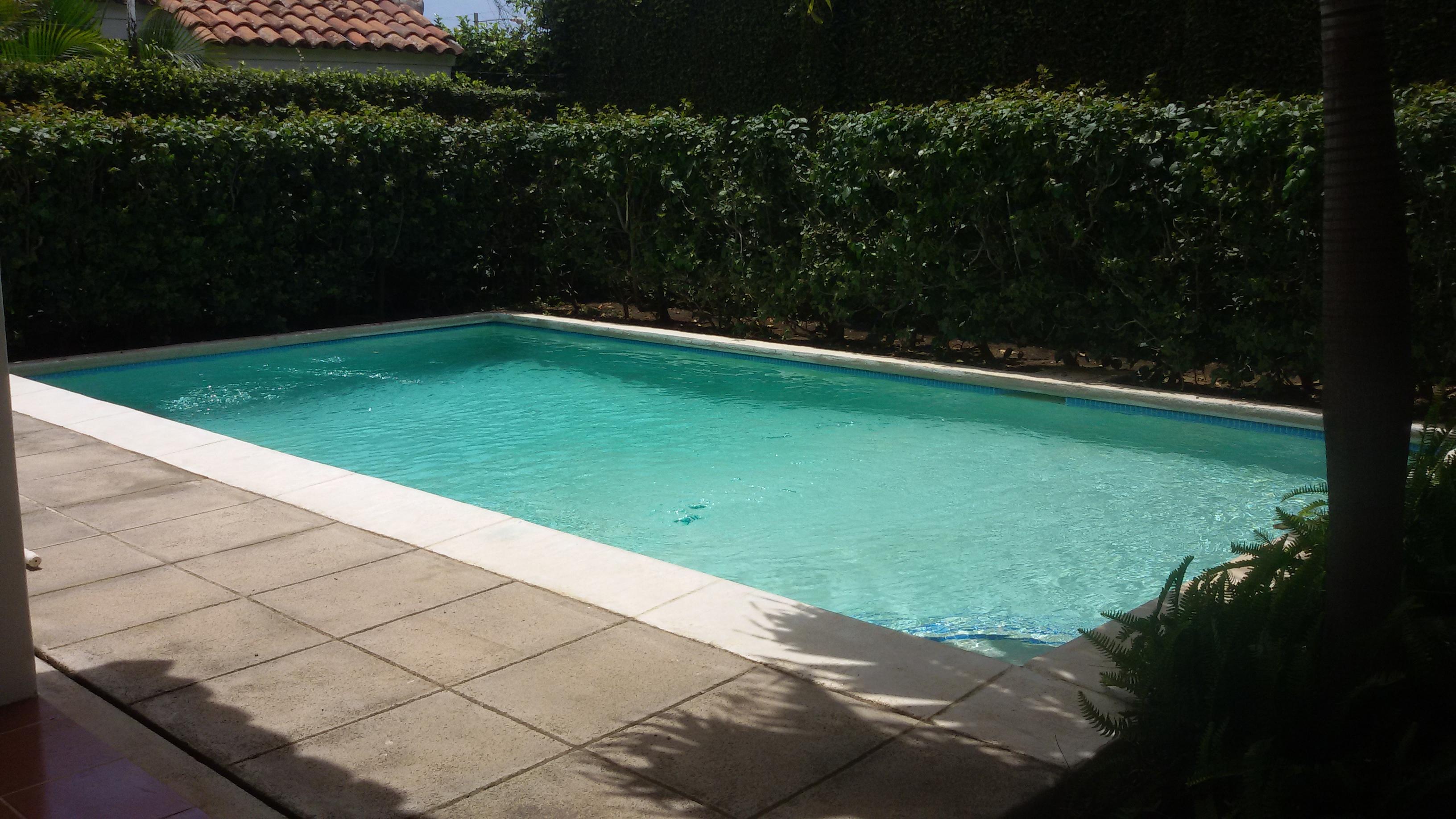 Preciosa casa con piscina cj0003 casanica for Alquiler de piscinas