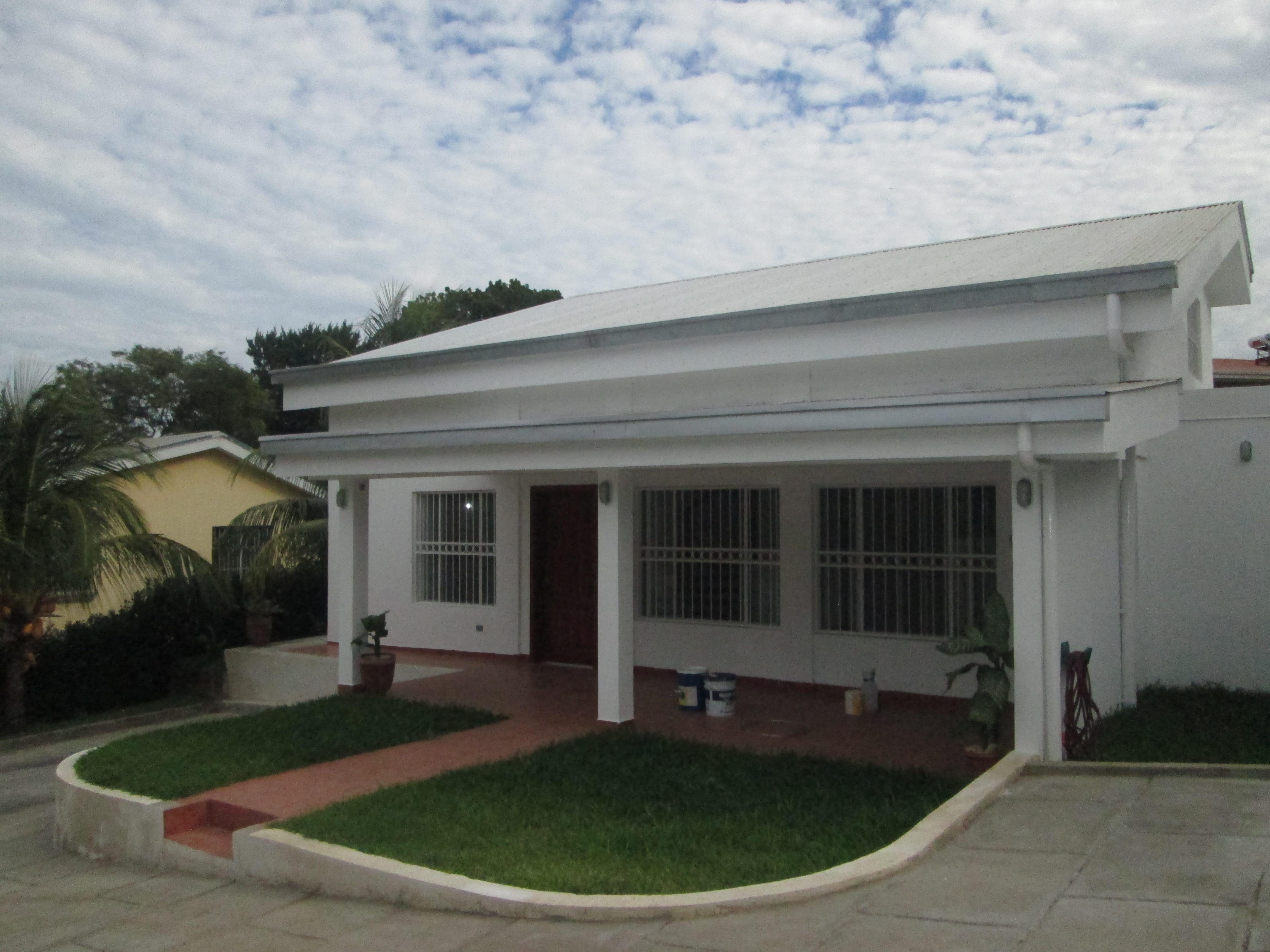 Villa fontana hermosa casa dentro de condominio en venta for Villa de casas
